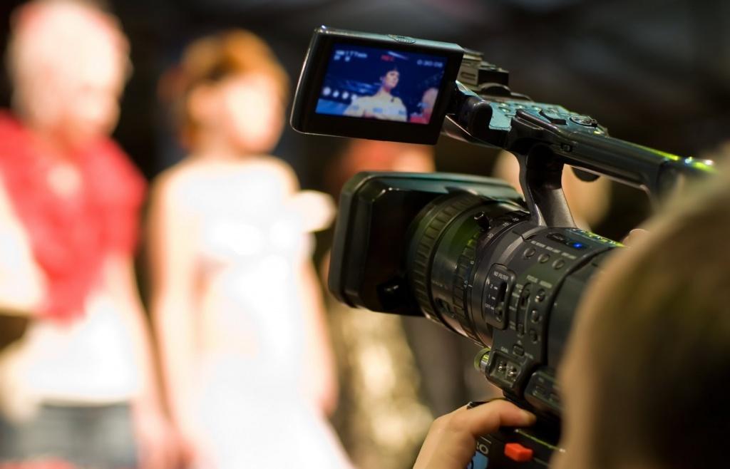 Любительская съемка по камере онлайн, смотреть групповое порно парня со стройными девушками
